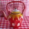 beschadigde - waterketel - rood & geel - 1,5 liter